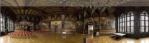 Der Festsaal im Erfurter Rathaus mit 2 Skulpturen von Karl Janssen - Justitia und Fortitudo - Hier klicken für ein 360 Grad Panoramabild!