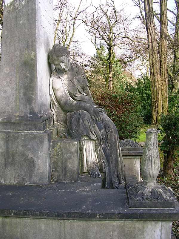 Grabmal der Familie Poensgen auf dem Düsseldorfer Nordfriedhof