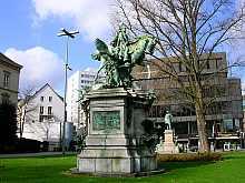 Reiterstandbild von Kaiser Wilhelm I. Auf dem Martin Luther Platz im Herzen von Düsseldorf! Hier klicken für diverse und vergrößerte Ansichten!