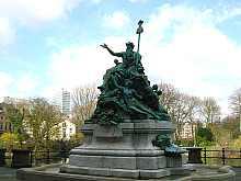 Vater Rhein und seine Töchter Denkmal im Herzen von Düsseldorf vor dem Ständehaus! Hier klicken für diverse und vergrößerte Ansichten!